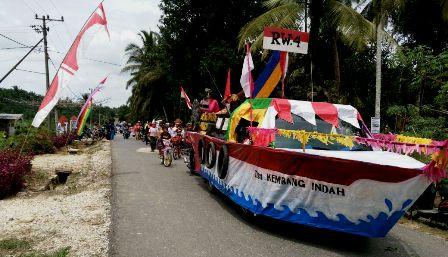 Pawai Karnaval Desa Beringin Makmur Berlangsung Meriah