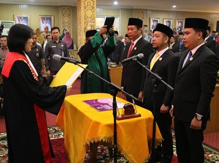 Pelantikan Ketua DPRD Pelalawan, Bupati Harris Harapkan Kritikan dan Masukan Legislatif